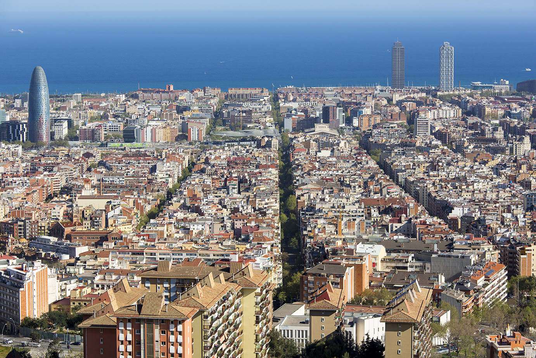 <p><strong>Unitat de Paisatge: </strong>Pla de Barcelona</p> <p><strong>Mirador: </strong>Turó de la Rovira</p> <p><strong>Autor:</strong> Jordi Salinas</p> <p><strong>Crèdit:</strong> Arxiu d'imatges de l'Observatori del Paisatge de Catalunya (Jordi Salinas)</p> <p><strong>Reproducció:</strong> CC BY-NC-SA</p>  <a href='http://arxiu.catpaisatge.net/wp-content/uploads/2018/08/43.jpg'' class='download-button' download>Descarrega</a> <a href='http://arxiu.catpaisatge.net/cercador/?details.vm?q=id:0000005788' target='blank' class='fitxa-button' >Fitxa</a>