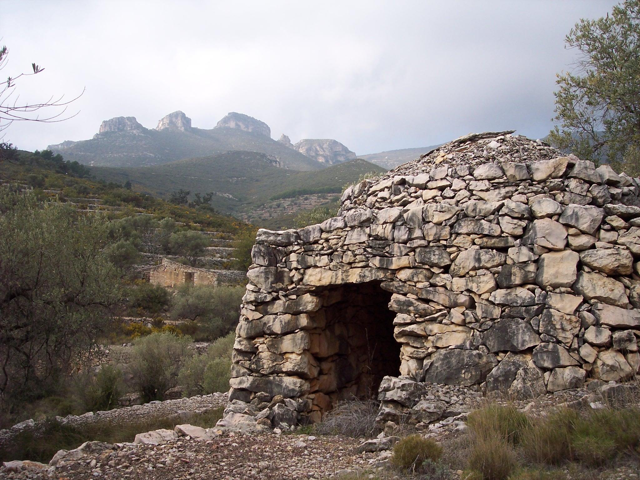 <p><strong>Unitat de Paisatge: </strong>Plana del Baix Ebre — Montsià<strong><br /> </strong></p> <p><strong>Municipi:</strong>La Sénia</p> <p><strong>Autor:</strong> Observatori del Paisatge de Catalunya</p> <p><strong>Crèdit:</strong> Arxiu d'imatges de l'Observatori del Paisatge de Catalunya</p> <p><strong>Reproducció:</strong> CC BY-NC-ND 4.0</p>  <a href='http://arxiu.catpaisatge.net/wp-content/uploads/2019/04/la-Senia-Montsia-Plana-del-Baix-Ebre-Montsia.jpg'' class='download-button' download>Descarrega</a> <a href='http://arxiu.catpaisatge.net/cercador/?details.vm?q=id:0000006316' target='blank' class='fitxa-button' >Fitxa</a>